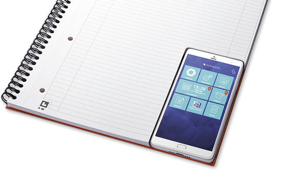 Smartphone avec Scribzee App sur un carnet